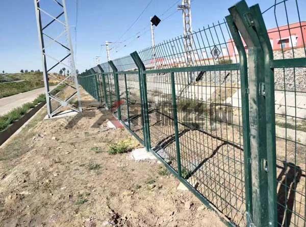 金属网片防护栅栏安装