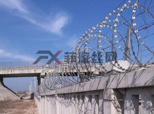 铁路刺丝滚笼生产