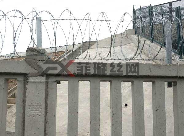铁路刺丝滚笼供应